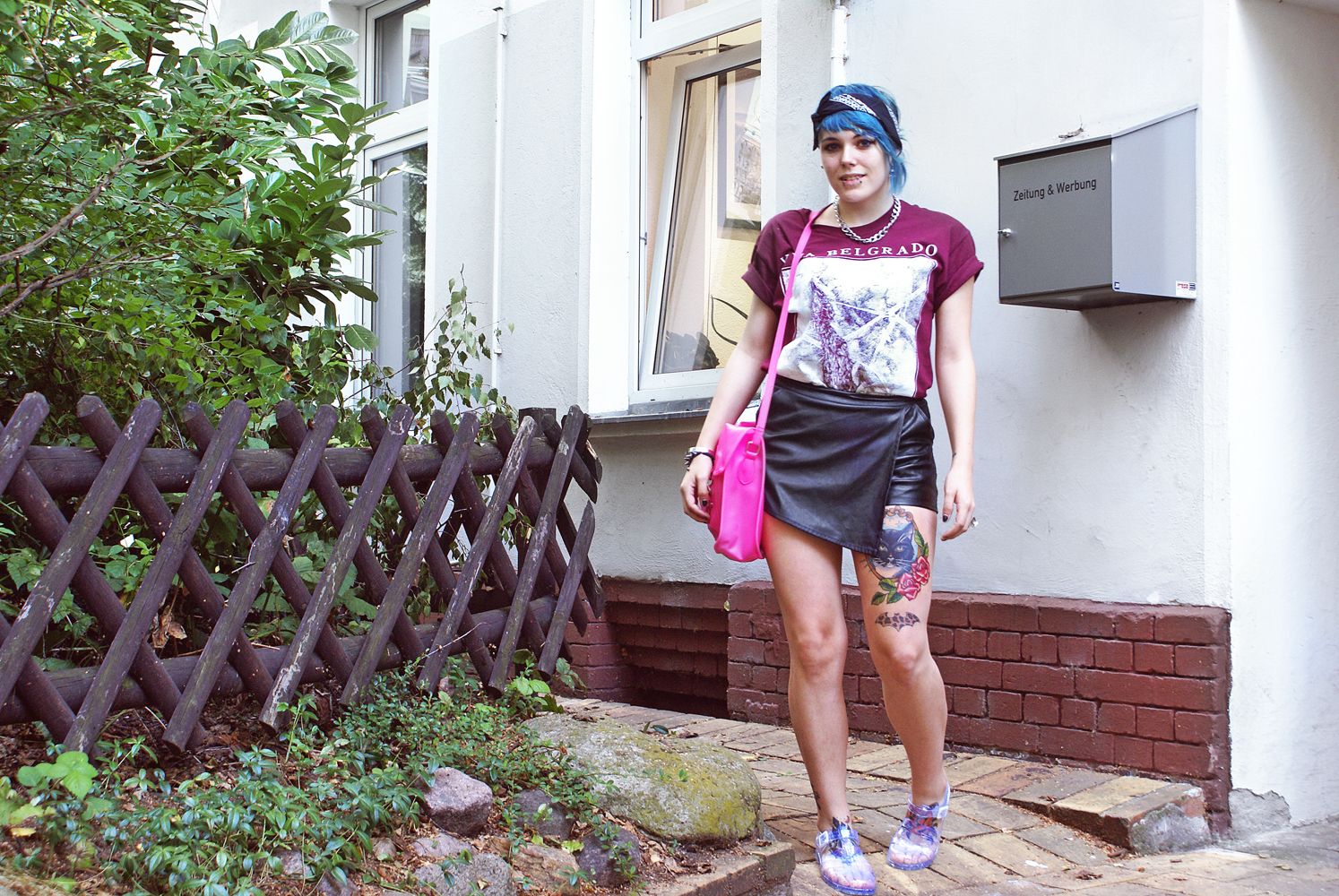 viva belgrado, bandshirt, merch, boohoo, satchel, pink, tattoos, skort, shorts, ledershorts, kunstleder, vegan leather, jelly shoues
