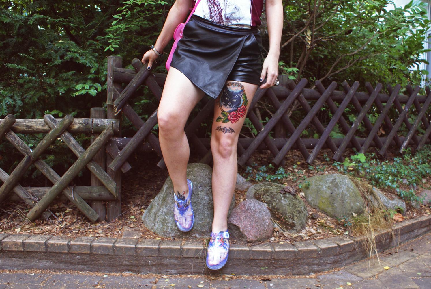 viva belgrado, bandshirt, merch, boohoo, satchel, pink, tattoos, skort, shorts, ledershorts, kunstleder, vegan leather, jelly shoues
