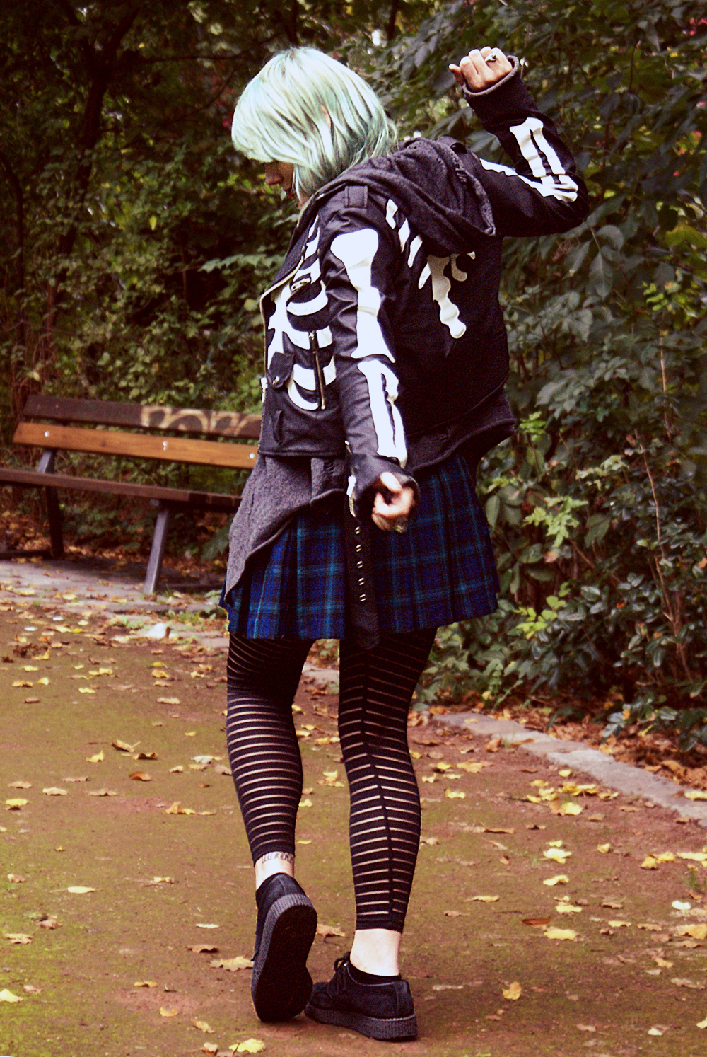 unif, moto jacket, moto, boneycard, karo, rock, skirt, h&m, wir sind die toten, winona ryder, winona, charlotte, dollskill, streifen, leggings, creepers, dragon tattoo, trish summerville