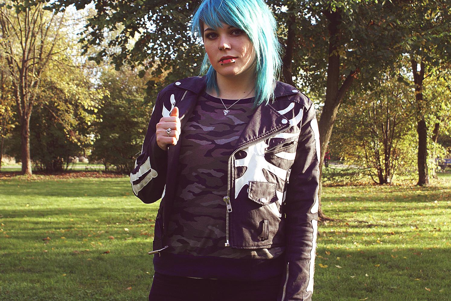 unif boneyard moto jacket jacke knochen camo camouflage gina tricot tripp nyc stud jean jeans punk outfit alternative mode