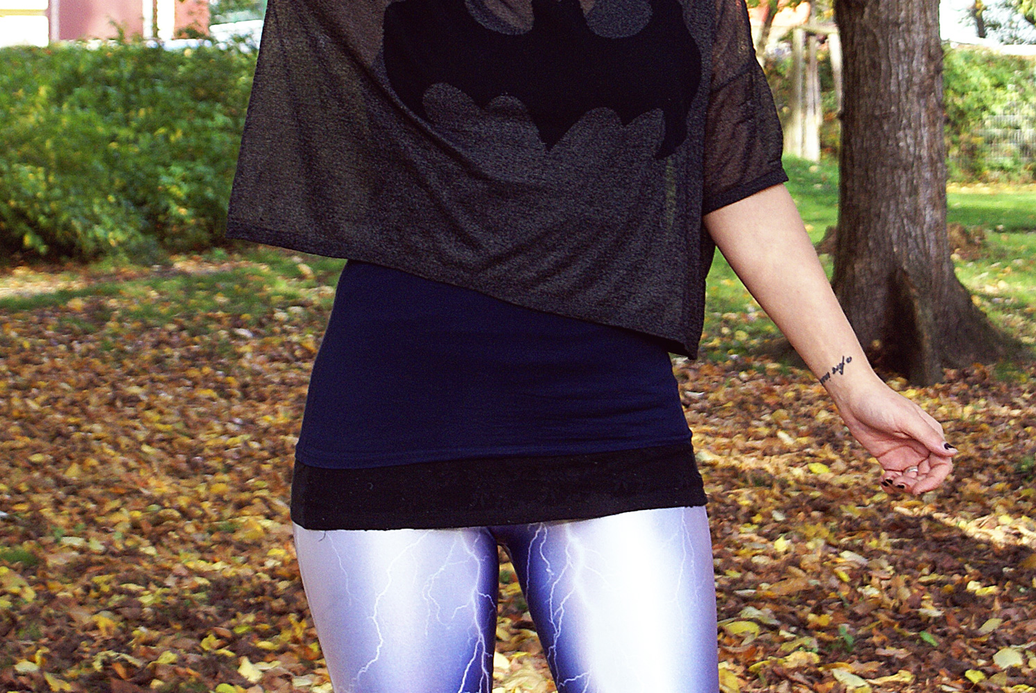 blitze lightning leggings black milk clothing batman glitzer glitter h&m shirt outfit alternative mode