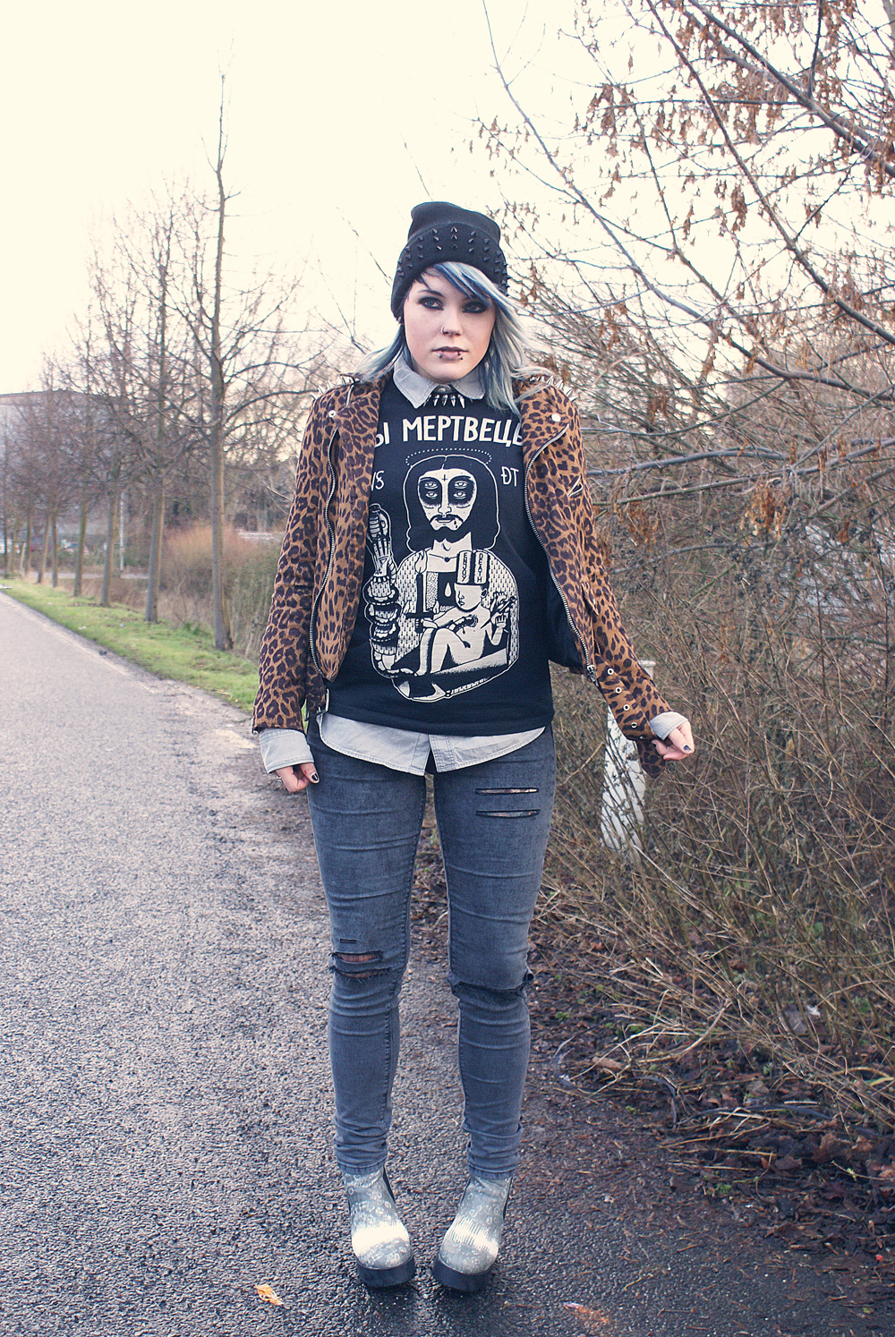 unif leo moto spikes biker leopard h&m necklace kette wir sind die toten wsdt snake of christ hemd shirt destroyed used jeans asos plateau platform kroko crocodile print animalprint punk style streetstyle altfashion fashion alternative