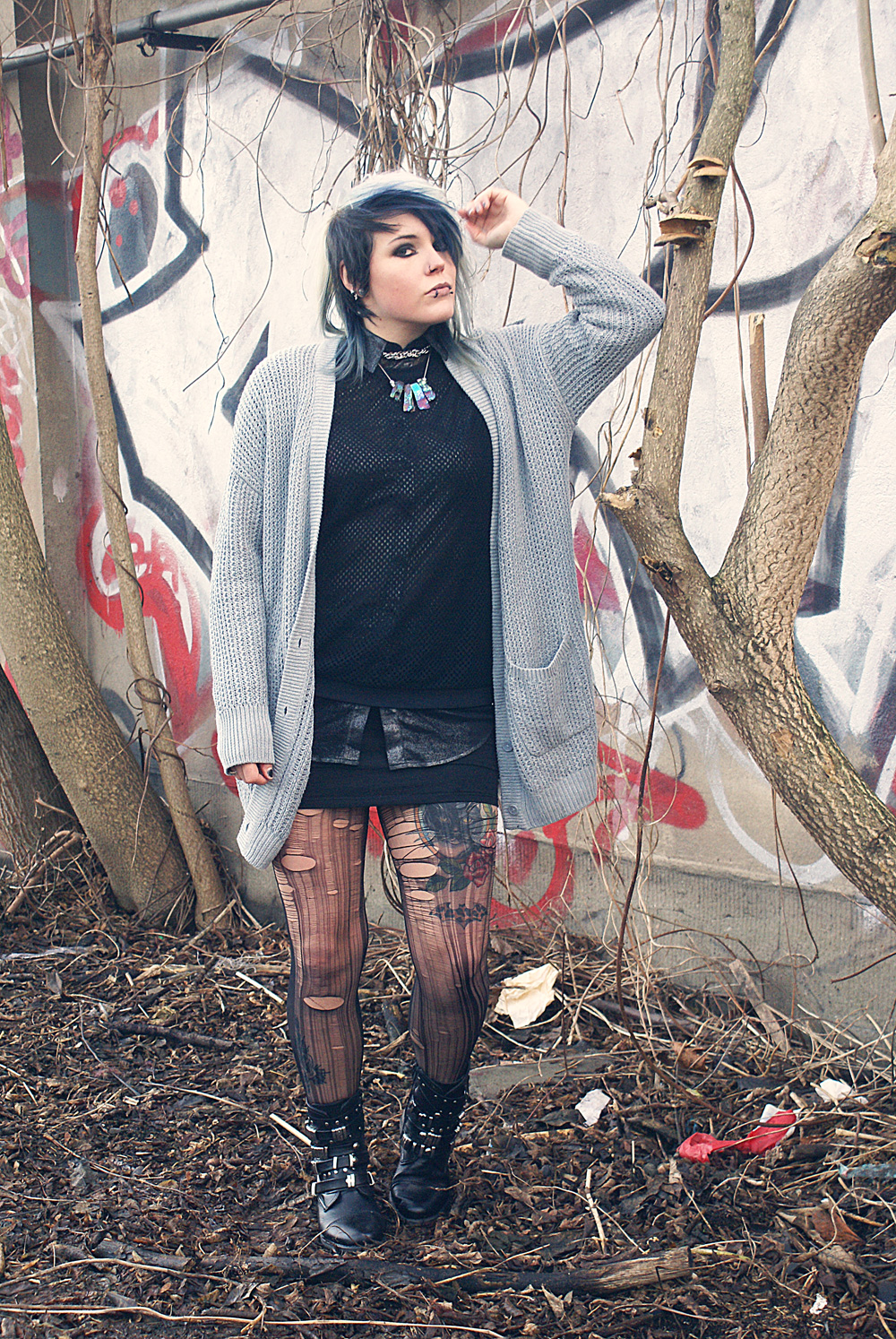 alternative altfashion outfit urban outfitters cardigan bdg netzpulli new yorker american apparel button up shirt dress tattoo cat katze strick knit punk goth gothic boots sacha street super shoes glitter shimmer metallic Cult of Youth