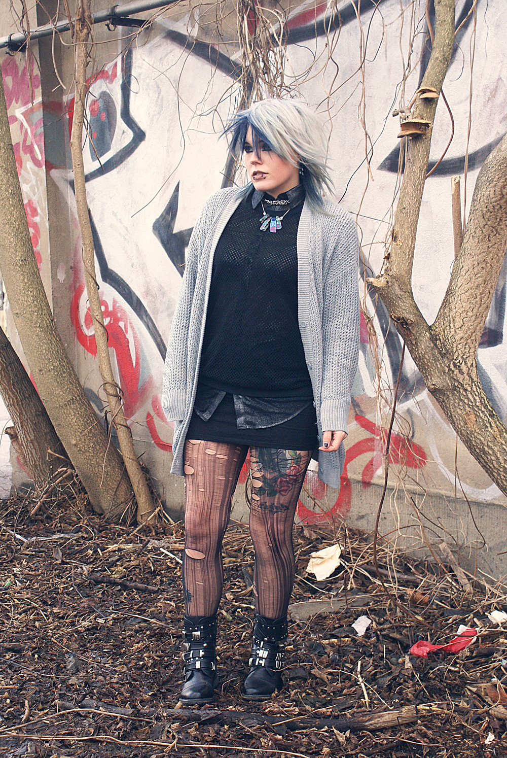 alternative altfashion outfit urban outfitters cardigan bdg netzpulli new yorker american apparel button up shirt dress tattoo cat katze strick knit punk goth gothic boots sacha street super shoes glitter shimmer metallicCult of Youth