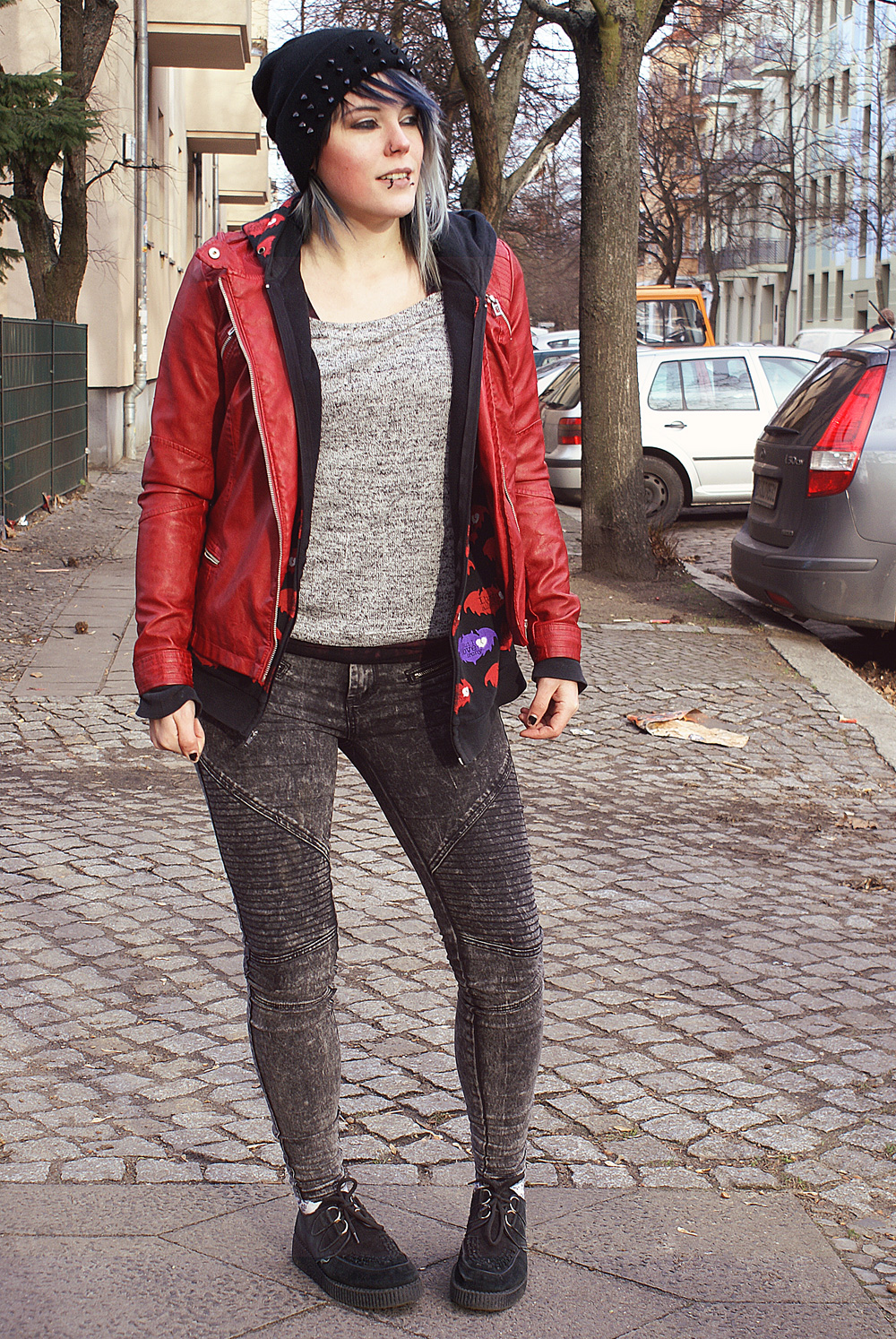 outfit, altfashion, alternative, punk, street, grey, divided, h&m, moto, jeans, biker, boots, street super shoes, sacha, clandestine industries, fall out boy, pete wentz, i love irony, creepers, underground, creeper, rot, red, lederjacke, beanie, nieten, spikes, winter, strick, herbst, knit, all over