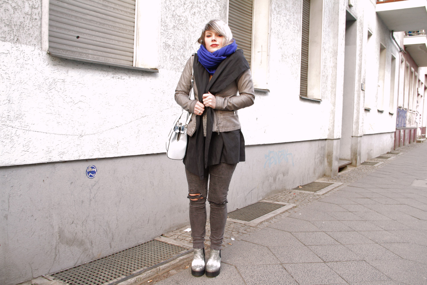 h&m, strick, frühling, spring, scarf, schal, river island, asos, ripped jeans, punk, american apparel, leder, leather, fake leather, vegan leather, veganes leder, lederjacke, vegane lederjacke, hellblau, blau, grau, chelsea boots, silver hair, silbernes haar, silber haare, graue haare, grey hair, limecrime venus, cardigan, alternative, alternative mode, fashion, streetstyle, berlin