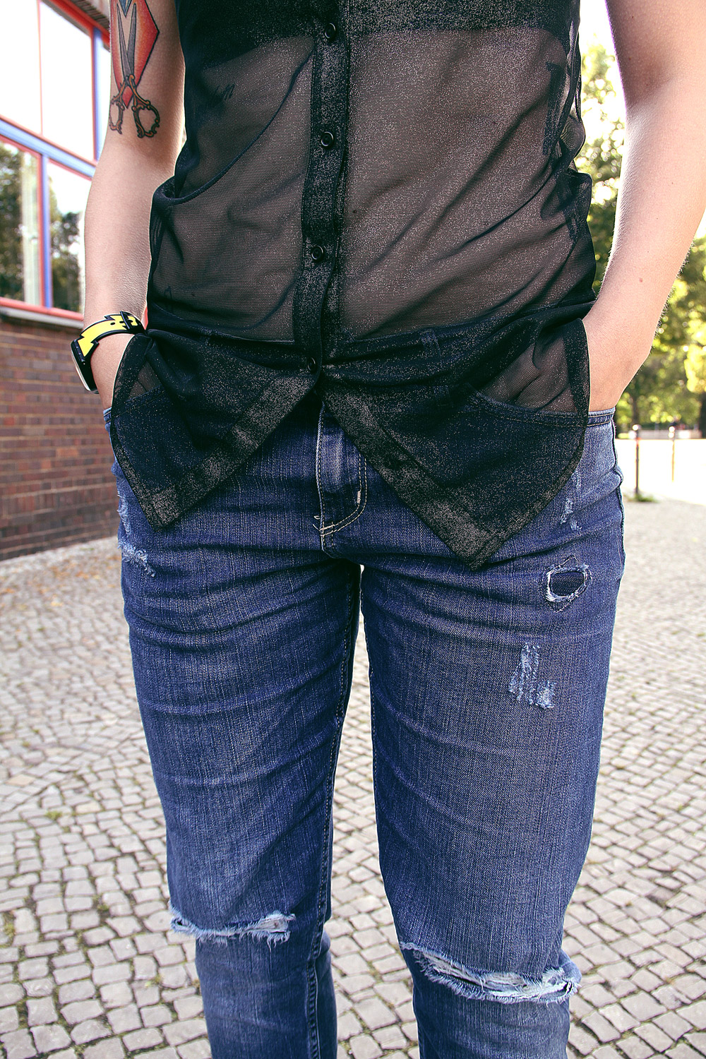 punk, riot girl, swatch, jeremy scott, lightning, blitz, blitzuhr, american apparel, metallic, bustier, leather, transparency, transparenz, transparent, destroyed, ripped, jeans, boyfriend, grey hair, graue haare, weiße haare, white hair, scene hair, baby bangs, pony, bangs, tattoo, tattooed girl, H&M, cardigan, kimono, summer, adidas, varial 2, alternative, alternativ, alternative mode, alternative fashion
