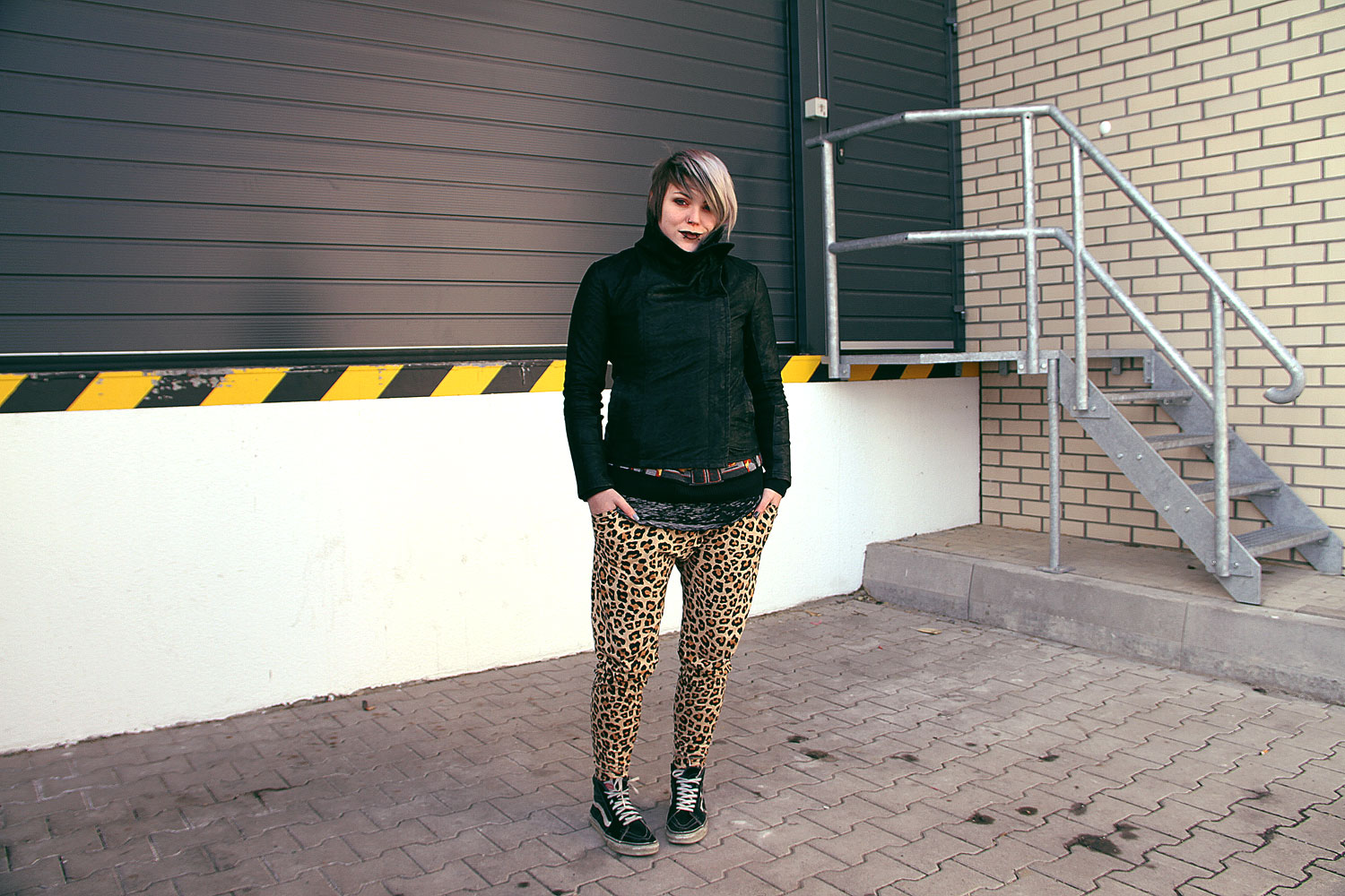 leopard, leo, h&m, jogger, jogginghose, berlin, berlin fashion, berlin streetstyle, berlin fashion blogger, blogger, fashion blogger, punk, grunge, punk fashion, grunge fashion, alternative, alternative fashion, alternative girl, altgirl, snakebites, girls with piercings, scenehair, greyhair, graue haare, salem, limecrime, killstar, vans, sk8 hi, sneakers, burned our, ausbrennmuster, ausbrenn, lederjacke, vegane lederjacke, kunstleder, venus, burning chruch, killstar, sweater, strick, herbst