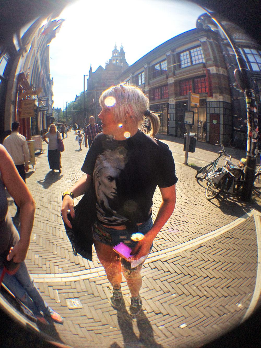 scheveningen holland strand urlaub stadt yolandi visser die antwoord outfit avengers shorts primark lensflare fisheye