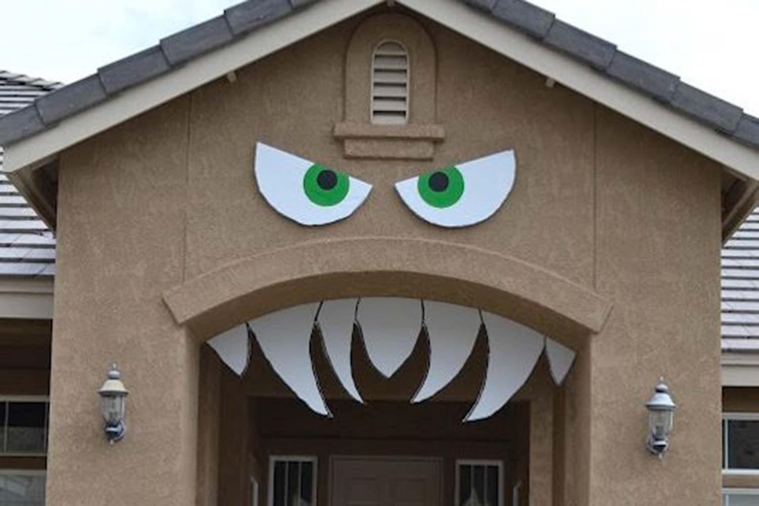 16-Easy-But-Awesome-Homemade-Halloween-Decorations-archway