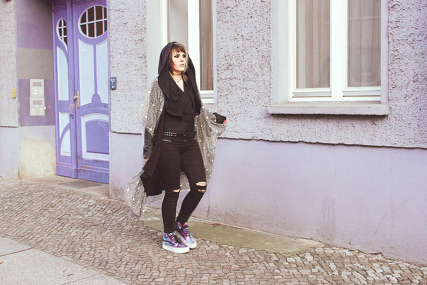 berlin, berlin fashion, berlin streetstyle, berlin fashion blogger, blogger, fashion blogger, punk, grunge, punk fashion, grunge fashion, alternative, alternative fashion, alternative girl, altgirl, snakebites, girls with piercings, scenehair, mode, alternative mode, punk mode, grunge mode, split hair, splithair, girls with tattoos, tattoomädchen, tattoomodel, black milk, black milk clothing, hooded bodysuit, suit, hodded matte, planet, ringe, silber, druzy dreams, moon, mond, mondstein, regenbogen mondstein, disturbia, regalrose, onyx, schmuckstein, killstar, stargazer, jeans, ripped jeans, usedlook, used, knee slit, vans, plateau, plateau sneakers, galaxy, h&m, strick, cardigan, kunstleder, leder, stargazer mesh cape, witchy, padawan, dark padawan, modern padawan