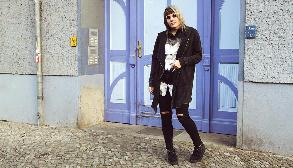 berlin, berlin fashion, berlin streetstyle, berlin fashion blogger, blogger, fashion blogger, punk, grunge, punk fashion, grunge fashion, alternative, alternative fashion, alternative girl, altgirl, snakebites, girls with piercings, scenehair, mode, alternative mode, punk mode, grunge mode, split hair, splithair, girls with tattoos, tattoomädchen, tattoomodel, religion, religion clothing, social shirt, hemd, bluse, h&m, usedlook, used, ripped, ripped jeans, knee slit, zerrissene jeans, creepers, tattoos, c&a, röhre, röhrenjeans, og ghoulish, la splash