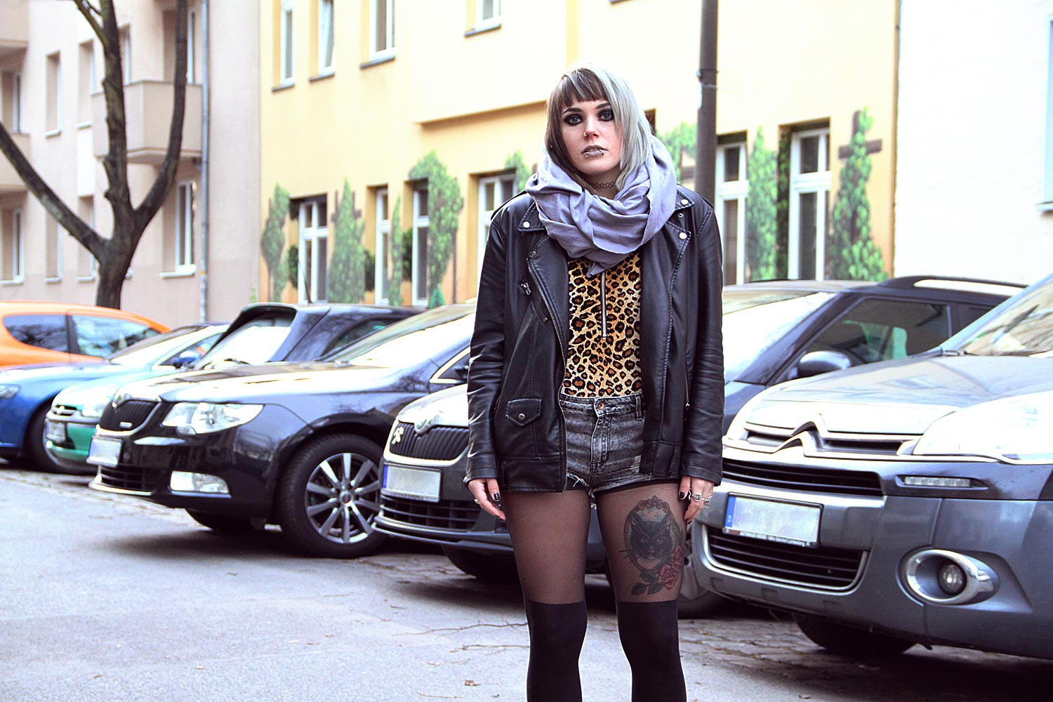 berlin, berlin fashion, berlin streetstyle, berlin fashion blogger, blogger, fashion blogger, punk, grunge, punk fashion, grunge fashion, alternative, alternative fashion, alternative girl, altgirl, snakebites, girls with piercings, scenehair, h&m, shorts, ripped, used, ripped jeans, usedlook, overknee, strumpfhose, leo, leopard, girlswithtattoos, tattoo, sneakers, twotone, splithair, black milk, black milk clothing, peggy bundy, samt, velvet, zip suit, body, american apparel, circle scarf, slate grey, slate, leather jacket, vegan leather jacket, lederjacke, kunstleder, kunstlederjacke, oversized, oversized jacke, animal print, mode, alternative mode, plateau, plateau sneaker