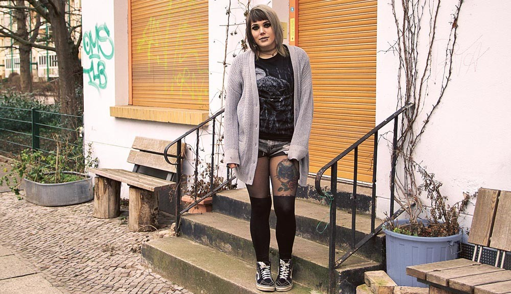 berlin, berlin fashion, berlin streetstyle, berlin fashion blogger, blogger, fashion blogger, punk, grunge, punk fashion, grunge fashion, alternative, alternative fashion, alternative girl, altgirl, snakebites, girls with piercings, scenehair, cardigan, knit, strick, howlinwoods, howlin woods, wolf, shirt, indielabel, deutsches label, h&m, shorts, ripped, used, ripped jeans, usedlook, overknee, strumpfhose, leo, leopard, girlswithtattoos, tattoos, vans, sneakers, twotone, splithair