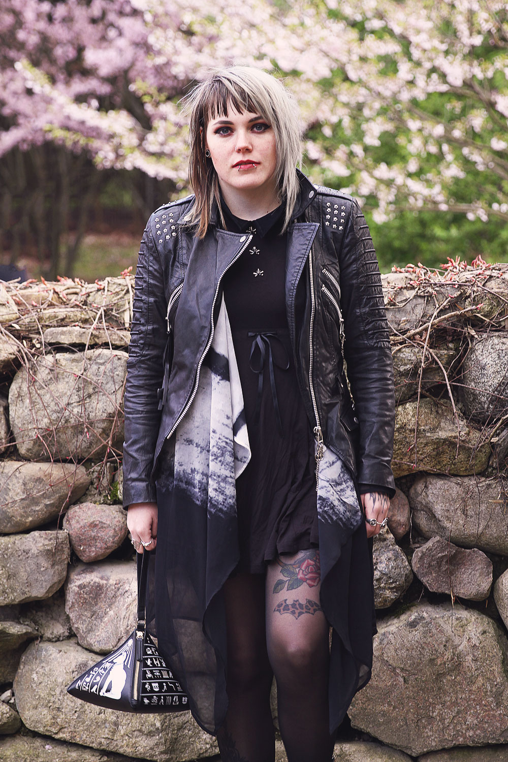 alternative, alternative fashion, alternative girl, altgirl, berlin, berlin fashion, berlin fashion blogger, berlin streetstyle, blogger, fashion blogger, girls with piercings, grunge, grunge fashion, Punk, punk fashion, scenehair, snakebites, punkmädchen, punkgirl, alternative mode, berlin mode, cherry blossom, kirschblüte, hanami, kirschblütenfest, cherry blossom festival, sakura, killstar, doom dress, limecrime, limecrime riot, pyramid bag, unif, trench boot, platform, plateau, h&m, cardican, chiffon, freaky nation, lederjacke, leder, echtleder, leather, skull, skull buttons, totenkopf, totenkopf knopf, tattoos