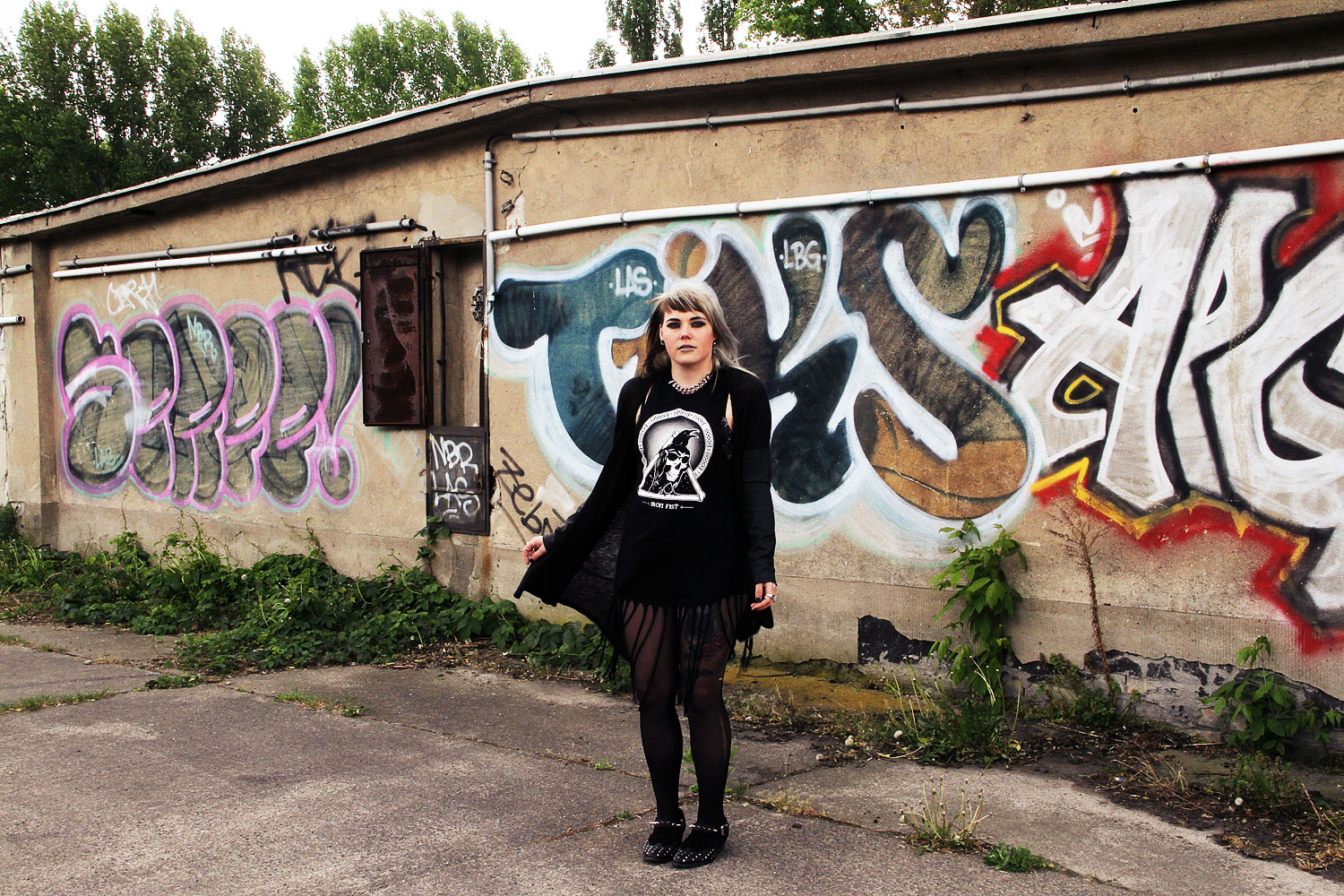 alternative, alternative fashion, alternative girl, alternative mode, altgirl, berlin, berlin fashion, berlin fashion blogger, berlin mode, berlin streetstyle, blogger, fashion blogger, girls with piercings, girls with tattoos, grunge, grunge fashion, grunge mode, mode, Punk, punk fashion, punk mode, punkgirl, scenehair, snakebites, split hair, splithair, tattoo model, fransen, krähe, iron fist, nieten, spikes, kunstleder, transparenz, leichter strick, asos, schuhe, cardigan, kleid, sommer, la splash, lime crime, lime crime venus 2, lime crime, make up