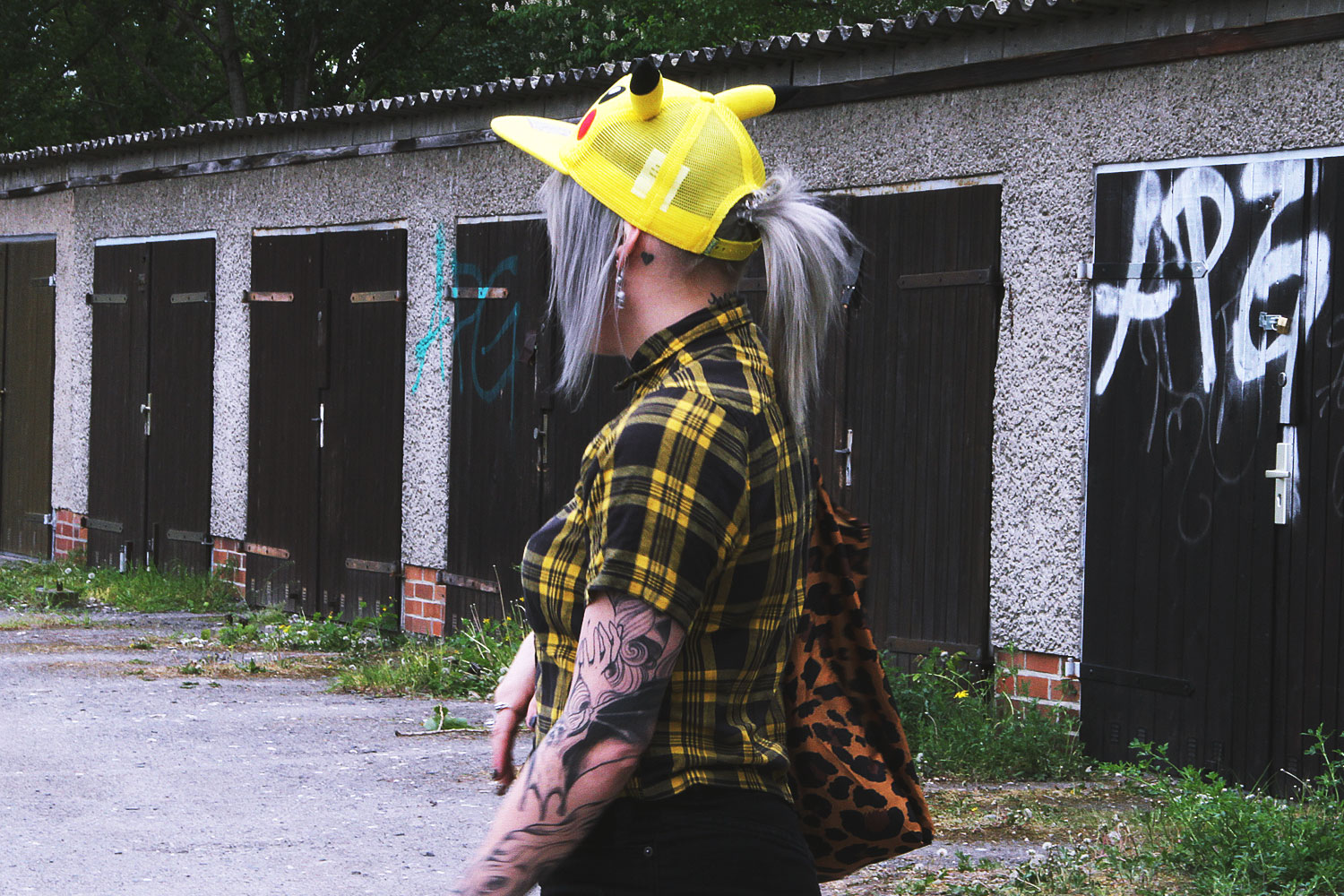 alternative, alternative fashion, alternative girl, alternative mode, altgirl, berlin, berlin fashion, berlin fashion blogger, berlin mode, berlin streetstyle, blogger, fashion blogger, girls with piercings, girls with tattoos, grunge, grunge fashion, grunge mode, mode, Punk, punk fashion, punk mode, punkgirl, punkmädchen, scenehair, snakebites, split hair, splithair, tattoomädchen, tattoomodel, pikachu, cap, pokemon, karohemd, karos, asos, rock, usedlook, used, destroyed, h&m, netzstrumpfhose, vans, leo, leopard, leomuster