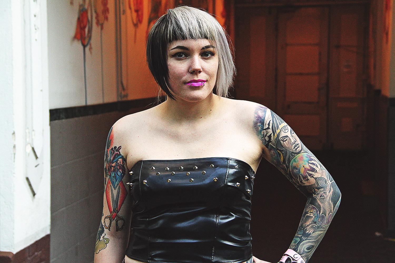 alternative, alternative fashion, alternative girl, alternative mode, altgirl, berlin, berlin fashion, berlin fashion blogger, berlin mode, berlin streetstyle, blogger, fashion blogger, girls with piercings, girls with tattoos, grunge, grunge fashion, grunge mode, mode, Punk, punk fashion, punk mode, punkgirl, punkmädchen, scenehair, snakebites, split hair, splithair, tattoomädchen, tattoo model, zugeschnürt, chili rose, leader, kunstleder, nieten, diy, jeans, primary, röhrenjeans, used, zerrissen, destroyed, fuchs, socken, creepers, underground, scheme, silber, echtsiblber, chris silver, nina hastens, rosa, herz, gothic, sexy, jeffreye star, croptop