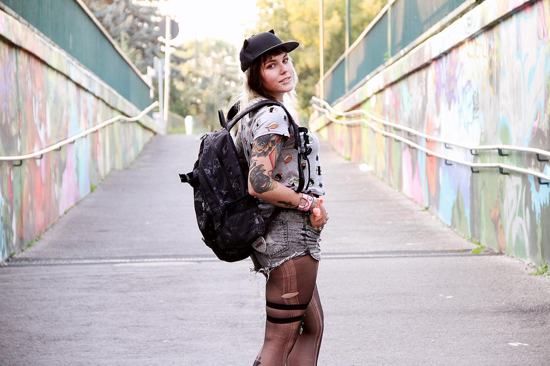 alternative, alternative fashion, alternative girl, alternative mode, altgirl, berlin, berlin fashion, berlin fashion blogger, berlin mode, berlin streetstyle, blogger, fashion blogger, girls with piercings, girls with tattoos, grunge, grunge fashion, grunge mode, mode, Punk, punk fashion, punk mode, punkgirl, punkmädchen, scenehair, snakebites, split hair, splithair, tattoomädchen, tattoo model, sushi, lovelygirlhearts, lovely girl hearts, shorts, sommer, summer, cat tattoo, torn, ripped, ripped jeans, katzenohren, cat hat, katze, miau, kawaii, kawaii style, diamanttattoo, schleifen, bow, bows, leopard, h&m, converse, chucks, dakine, graveside, anime, mangagirl, manga, animegirl, japan style, harajuku style, harajuku, all over print, allover, backpack, rucksack, cat tattoo, katzen tattoo, batman tattoo, tattooed legs, tätowierte beine, sleeve, full sleeve, sleeve tattoo, alicja andersen, carly kroll, liam smith, fuchs tattoo, rabe, krähe, crow, anatomisches herz, diamond herz, anatomical heart tattoo
