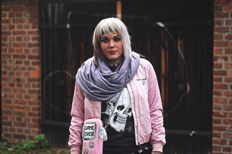 berlin, berlin fashion, berlin streetstyle, berlin fashion blogger, blogger, fashion blogger, punk, grunge, punk fashion, grunge fashion, alternative, alternative fashion, alternative girl, altgirl, snakebites, girls with piercings, scenehair, mode, alternative mode, punk mode, grunge mode, split hair, splithair, girls with tattoos, tattoomädchen, tattoomodel, berlin mode, alternative mode, punkmädchen, punk girl, rosa, gina tricot, gina trikot, tab clothing, pull, sweatshirt, bluse, h&m, nike, tokyo, nike zero, japanische wellen, kawaii, katze, cat, american apparel, game over, skinnydip, nintendo, nerd, gameboy, vintage, regenbogen, jeans, herbst