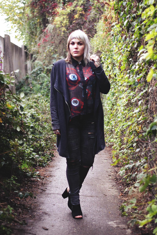killstar, c u in paradise, see you n paradise, chiffon, shirt, bluse, transparenz, auger, nieten, spikes, jeans, ripped jeans, zerrissene jeans, asos, heels, blockabsatz, peeptoes, cardigan, h&m, berlin, berlin fashion, berlin streetstyle, berlin fashion blogger, blogger, fashion blogger, punk, grunge, punk fashion, grunge fashion, alternative, alternative fashion, alternative girl, altgirl, snakebites, girls with piercings, scenehair, mode, alternative mode, punk mode, grunge mode, split hair, splithair, girls with tattoos, tattoomädchen, tattoomodel, berlin mode, alternative mode, punkmädchen, punkgirl,
