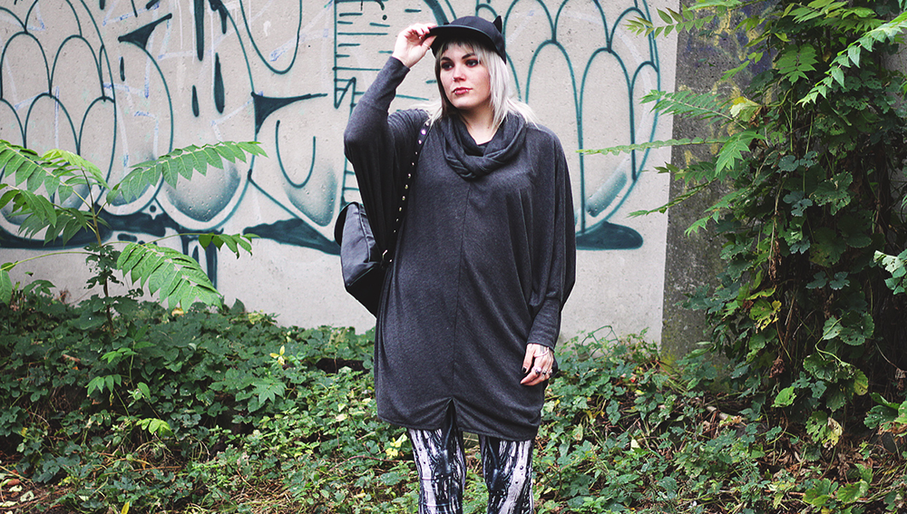kawaii, berlin, berlin fashion, berlin streetstyle, berlin fashion blogger, blogger, fashion blogger, punk, grunge, punk fashion, grunge fashion, alternative, alternative fashion, alternative girl, altgirl, snakebites, girls with piercings, scenehair, mode, alternative mode, punk mode, grunge mode, split hair, splithair, girls with tattoos, tattoomädchen, tattoomodel, berlin mode, alternative mode, punkmädchen, punk girl, miau, katze, cat hat, cap, black milk, black milk clothing, cyber, rob, rooter, robot, steam punk, asos, heels, blockabsatz, peeptoes, mnml, strick, pulli, oversized, disturbia, dollskill, usa, metal backpack, rucksack