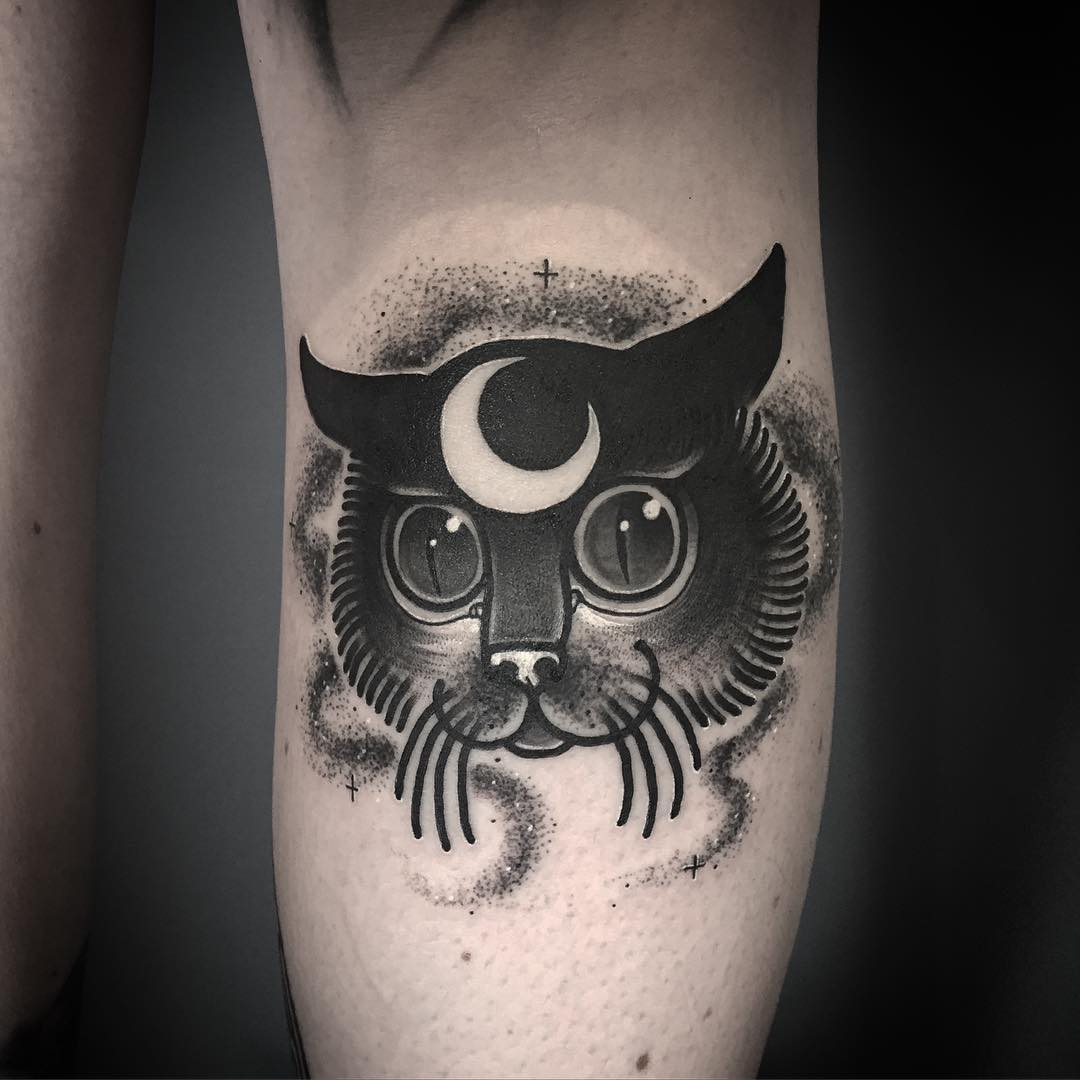 laura yanhna pechschwarz tattoo the girl with the matchsticks katze mond blackwork
