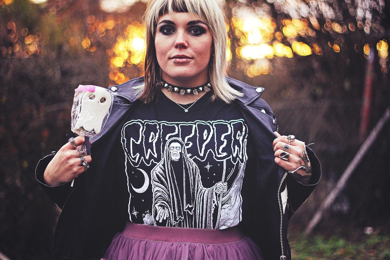 creeper, alternative, alternative fashion, alternative girl, alternative mode, altgirl, berlin, berlin fashion, berlin fashion blogger, berlin mode, berlin streetstyle, blogger, fashion blogger, girls with piercings, girls with tattoos, grunge, grunge fashion, grunge mode, mode, Punk, punk fashion, punk mode, punkgirl, punkmädchen, scenehair, snakebites, split hair, splithair, tattoomädchen, tattoo model, band, band shirt, unif, asos, rock, tüllrock, boohoo, lagen, lederjacke, skelett, boneyard moto, mehrlagig, trench boot, geist, ghost, tk maxi, halloween, creep, killstar, crystal choker, crystal, choker