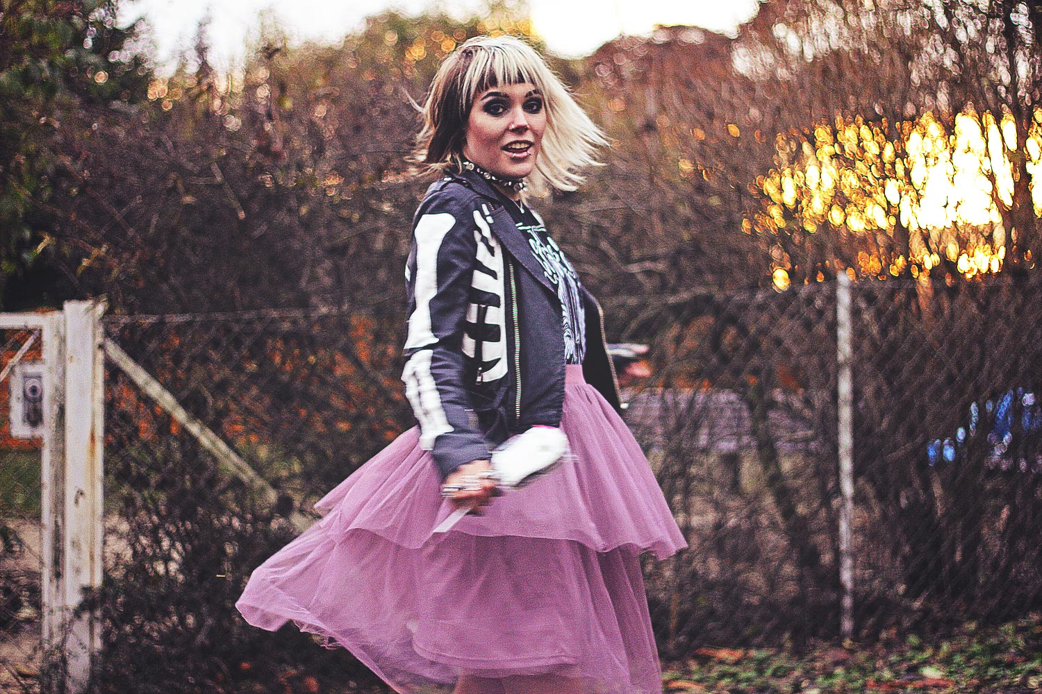 creeper, alternative, alternative fashion, alternative girl, alternative mode, altgirl, berlin, berlin fashion, berlin fashion blogger, berlin mode, berlin streetstyle, blogger, fashion blogger, girls with piercings, girls with tattoos, grunge, grunge fashion, grunge mode, mode, Punk, punk fashion, punk mode, punkgirl, punkmädchen, scenehair, snakebites, split hair, splithair, tattoomädchen, tattoo model, band, band shirt, unif, asos, rock, tüllrock, boohoo, lagen, lederjacke, skelett, boneyard moto, mehrlagig, trench boot, geist, ghost, tk maxi, halloween, creep, killstar, crystal choker, crystal, choker