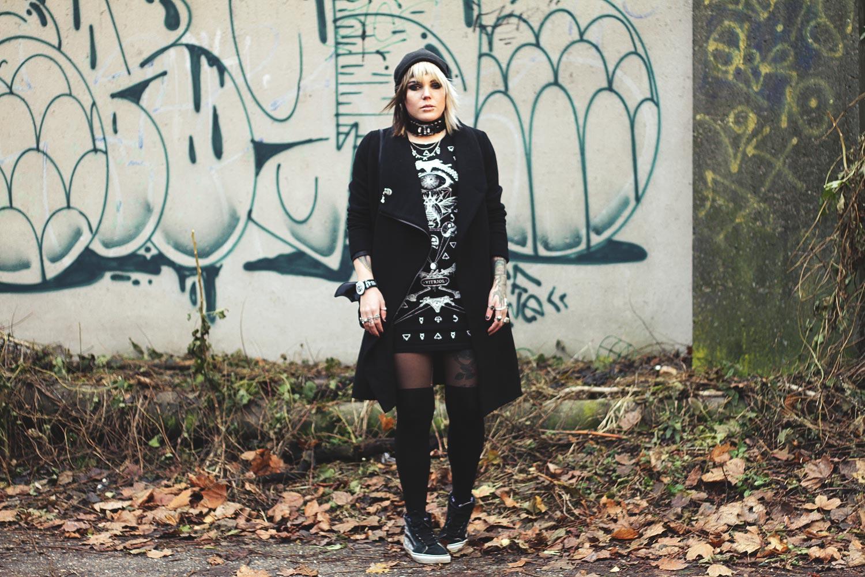 h&m, winter, wintermantel, wollmantel, wolle, overknee, strumpfhose, alternative, alternative fashion, alternative girl, alternative mode, altgirl, berlin, berlin fashion, berlin fashion blogger, berlin mode, berlin streetstyle, blogger, fashion blogger, girls with piercings, girls with tattoos, grunge, grunge fashion, grunge mode, mode, Punk, punk fashion, punk mode, punkgirl, punkmädchen, scenehair, snakebites, split hair, splithair, tattoomädchen, tattoomodel, mütze, fledermaus, katze, flausch, swatch, swag, vans, occult, goth, gothic, mini, minikleid, kleid, witch, killstar, bugs, münchen