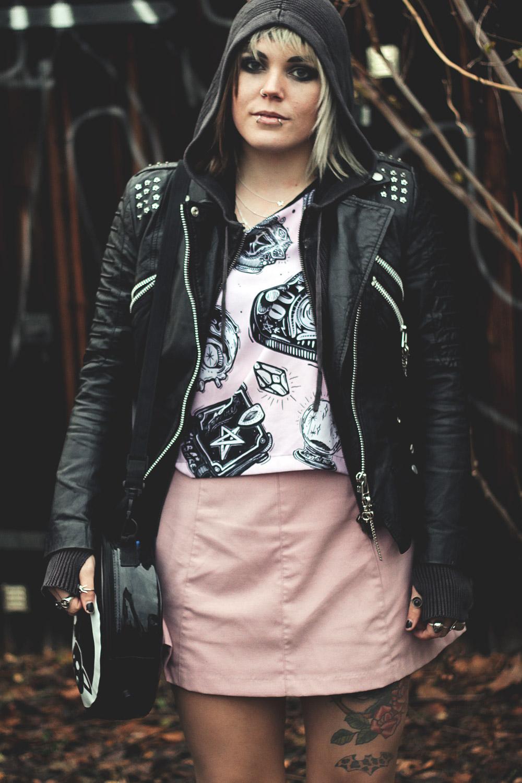 alternative, alternative fashion, alternative girl, alternative mode, altgirl, berlin, berlin fashion, berlin fashion blogger, berlin mode, berlin streetstyle, blogger, fashion blogger, girls with piercings, girls with tattoos, grunge, grunge fashion, grunge mode, mode, Punk, punk fashion, punk mode, punkgirl, punkmädchen, scenehair, snakebites, split hair, splithair, tattoomädchen, tattoo model, pink, lolle, creepers, asos, netz, netzstrümpfe, rosa, lederjacke, freaky nation, nieten, killstar, yin yang, katze, kaizen, katzentasche, cat bag, cardigan, strickjacke, strickhoodie, h&M, gina tricot