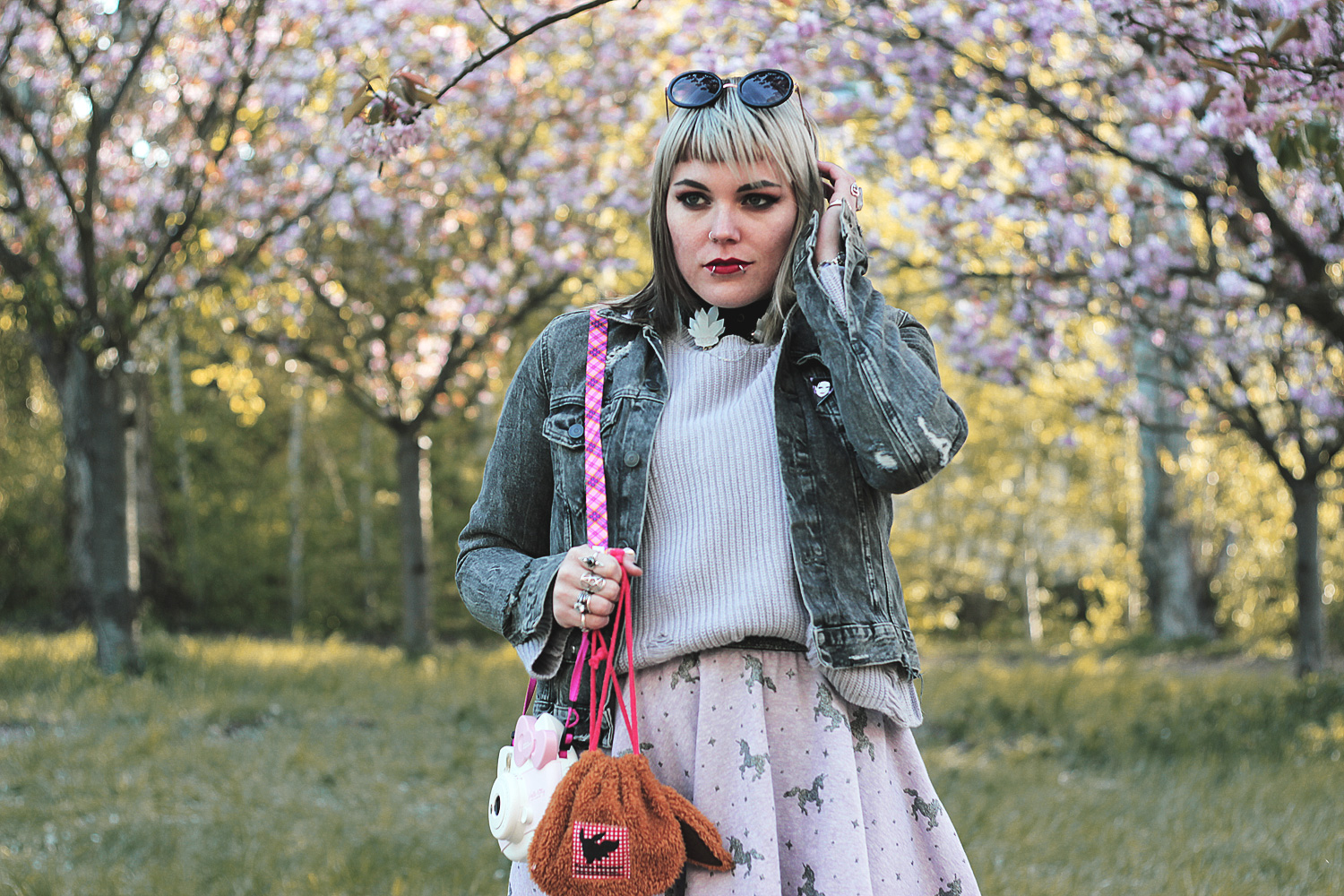 sakura, hanami, Sonnenbrille, sunglasses, strick, Frühling, spring, hello there, hell here, new look, kirschblüte, kirschblütenfest, disturbia, pins, pingame, denim jacket, jeansjacke, denim, diy, rock, einhorn, einhörner, unicorn, fujifilm, instax, hello kitty, creeper, creepers, strumpfhose, calzedonia, robert smith, kragenclips, hey chickadee, alternative, alternative fashion, alternative girl, alternative mode, altgirl, berlin, berlin fashion, berlin fashion blogger, berlin mode, berlin streetstyle, blogger, fashion blogger, girls with piercings, girls with tattoos, grunge, grunge fashion, grunge mode, mode, Punk, punk fashion, punk mode, punkgirl, punkmädchen, scenehair, snakebites, split hair, splithair, tattoomädchen, tattoo model, evoli, pokemon