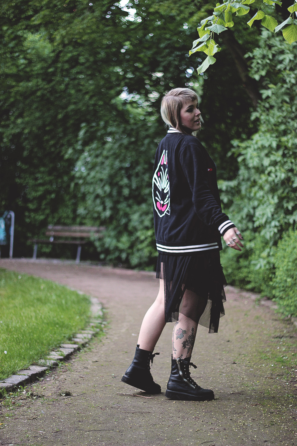 fuchs, japan, japanische Kultur, kitsune, alxndra, Alexandra cook, Touche amore, bandshirt, bandmerch, rock, tüllrock, h&m, trench boot, unit, boots, Strumpfhose, Fischnetz, nude, collegejacke, alternative, alternative fashion, alternative girl, alternative mode, altgirl, berlin, berlin fashion, berlin fashion blogger, berlin mode, berlin streetstyle, blogger, fashion blogger, girls with piercings, girls with tattoos, grunge, grunge fashion, grunge mode, mode, Punk, punk fashion, punk mode, punkgirl, punkmädchen, scenehair, snakebites, split hair, splithair, tattoomädchen, tattoomodel