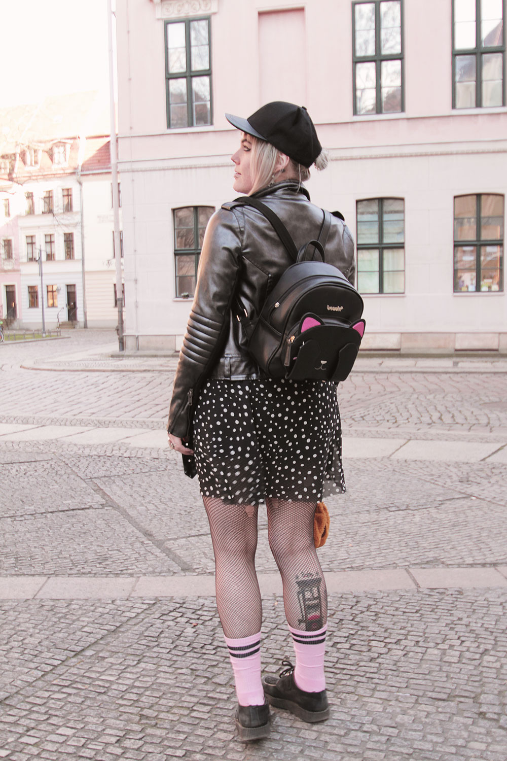 galaxy, pokemon, team rocket, mauzi, rosa, pink, evoli, creepers, katze, miau, katzenmütze, h&m, hype, rimark, rock, punkte, metallic, metalliclook, lederjacke, bikerjacke, rucksack, katzenrucksack, sportsocken, sportlich, alternative, alternative fashion, alternative girl, alternative mode, altgirl, berlin, berlin fashion, berlin fashion blogger, berlin mode, berlin streetstyle, blogger, fashion blogger, girls with piercings, girls with tattoos, grunge, grunge fashion, grunge mode, mode, Punk, punk fashion, punk mode, punkgirl, punkmädchen, scenehair, snakebites, split hair, splithair, tattoomädchen, tattoomodel