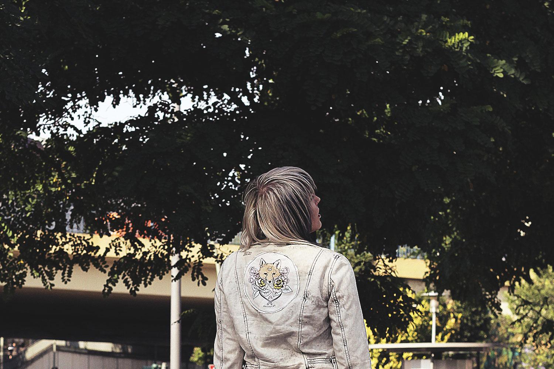 diy, nieten, western, westernkleid, blusenkleid, h&m, rosa kleid, jeansjacke, denim jacket, pins, patches, pin, patch, pingame, patchgame, acid wash, sportsocken, chucks, converse, oink samurai, unicorn cat,, kate gabrielle, akte x, xfiles, studio ghibli, kiki's kleiner Lieferservice, alternative, alternative fashion, alternative girl, alternative mode, altgirl, berlin, berlin fashion, berlin fashion blogger, berlin mode, berlin streetstyle, blogger, fashion blogger, girls with piercings, girls with tattoos, grunge, grunge fashion, grunge mode, mode, Punk, punk fashion, punk mode, punkgirl, punkmädchen, scenehair, snakebites, split hair, splithair, tattoomädchen, tattoomodel