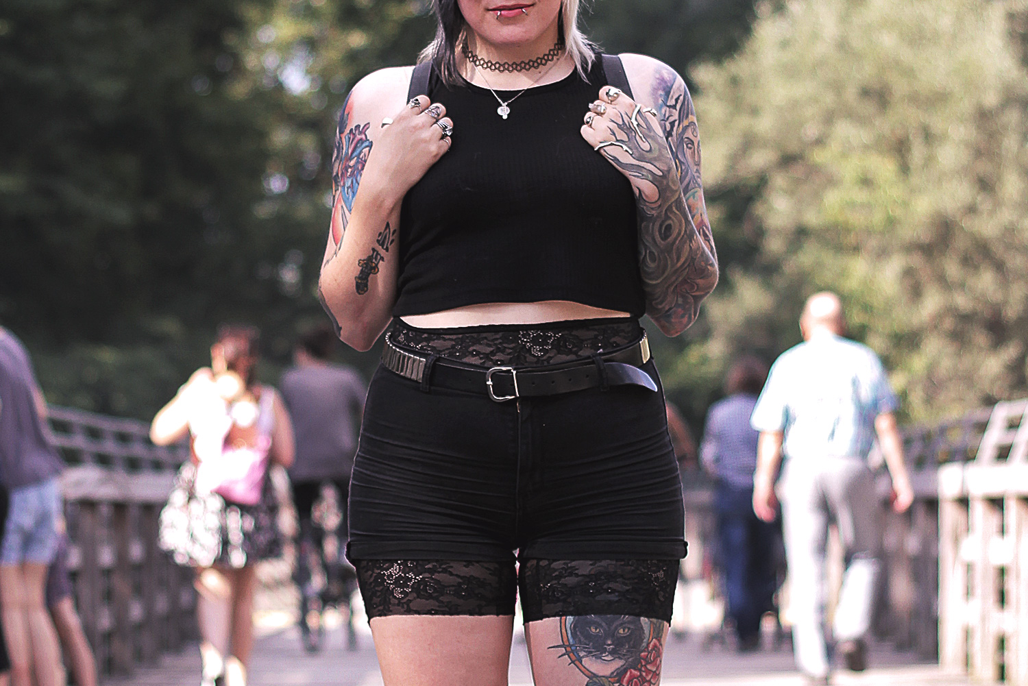 schwarz, shorts, sommer, highwaist, crop top, primark, h&m, ballerinas, schnürschuhe, rucksack, pins, pingame, flauschig, natelledrawsstuff, gürtel, nieten, alternative, alternative fashion, alternative girl, alternative mode, altgirl, berlin, berlin fashion, berlin fashion blogger, berlin mode, berlin streetstyle, blogger, fashion blogger, girls with piercings, girls with tattoos, grunge, grunge fashion, grunge mode, mode, Punk, punk fashion, punk mode, punkgirl, punkmädchen, scenehair, snakebites, split hair, splithair, tattoomädchen, tattoomodel