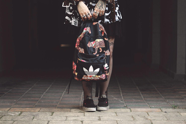 killstar, unif, adidas, vans, leopardenprint, leoprint, leoparden, trefoil, cozmic, cosmic, kleid, rock, H&M, rucksack, kristall, crystal, lila, swing, schwingen, netzstrumphfose, netzstrumpf, alternative, alternative fashion, alternative girl, alternative mode, altgirl, berlin, berlin fashion, berlin fashion blogger, berlin mode, berlin streetstyle, blogger, fashion blogger, girls with piercings, girls with tattoos, grunge, grunge fashion, grunge mode, mode, Punk, punk fashion, punk mode, punkgirl, punkmädchen, scenehair, snakebites, split hair, splithair, tattoomädchen, tattoomodel