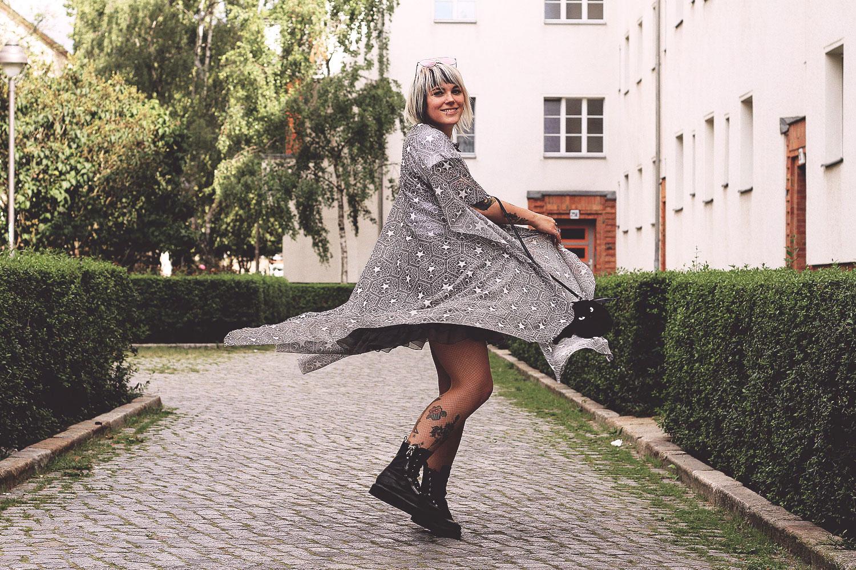 killstar, cape, stargazer, frilly pops, harajuku twins, disturbia, marla dress, kleid, unif, trench boot, swing, schwingen, sommer, transparent, fledermaus, h&m, alternative, alternative fashion, alternative girl, alternative mode, altgirl, berlin, berlin fashion, berlin fashion blogger, berlin mode, berlin streetstyle, blogger, fashion blogger, girls with piercings, girls with tattoos, grunge, grunge fashion, grunge mode, mode, Punk, punk fashion, punk mode, punkgirl, punkmädchen, scenehair, snakebites, split hair, splithair, tattoomädchen, tattoomodel