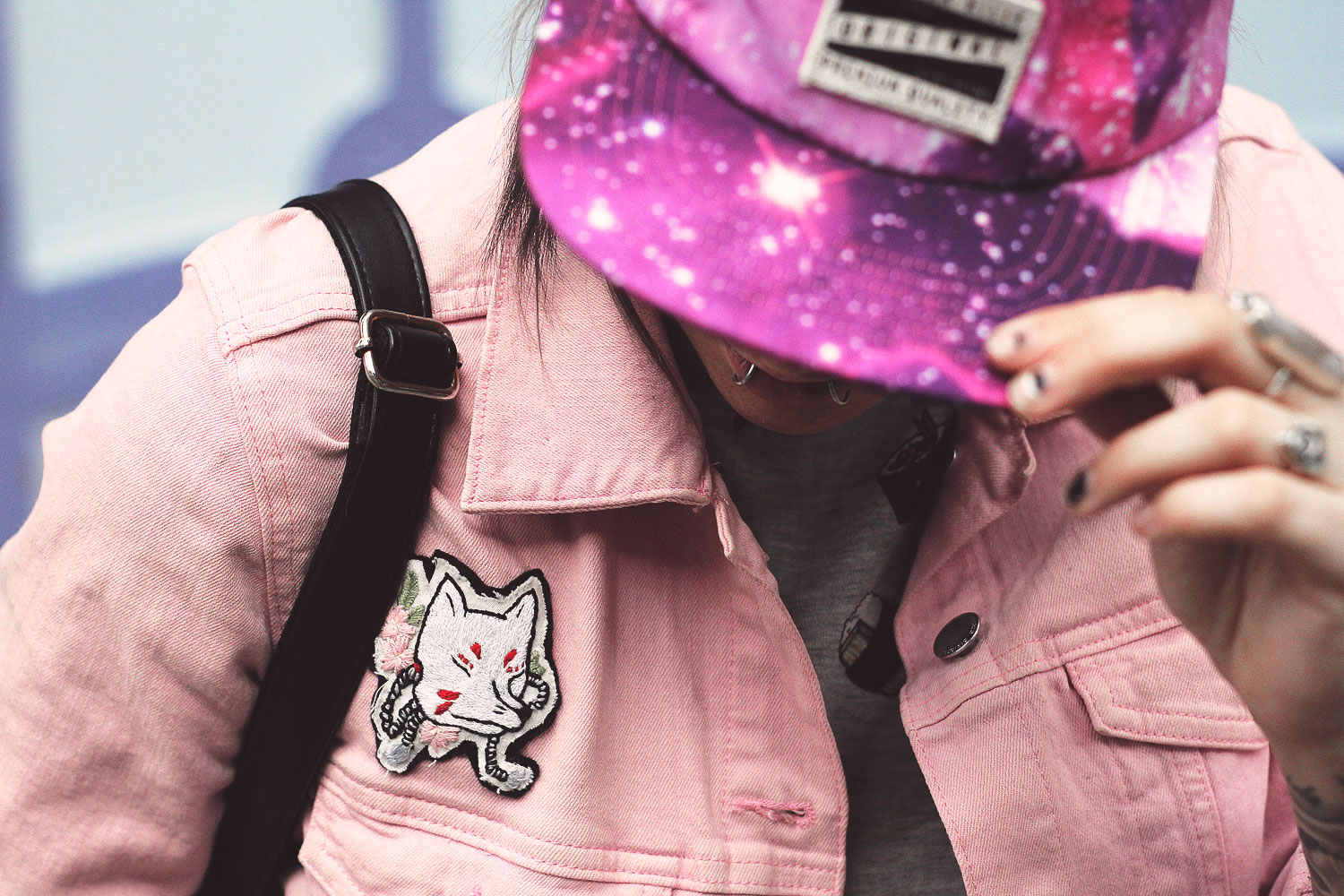 glamour kills, galaxy, cap, holida<, sushi, pink, patches, nekomatahime, kitsune, denim jacket, jeansjacke, leopardenmuster, leoprint, gürtel, jeans, acid wash, creepers, katzenrucksatz, catbag, alternative, alternative fashion, alternative girl, alternative mode, altgirl, berlin, berlin fashion, berlin fashion blogger, berlin mode, berlin streetstyle, blogger, fashion blogger, girls with piercings, girls with tattoos, grunge, grunge fashion, grunge mode, mode, Punk, punk fashion, punk mode, punkgirl, punkmädchen, scenehair, snakebites, split hair, splithair, tattoomädchen, tattoomodel