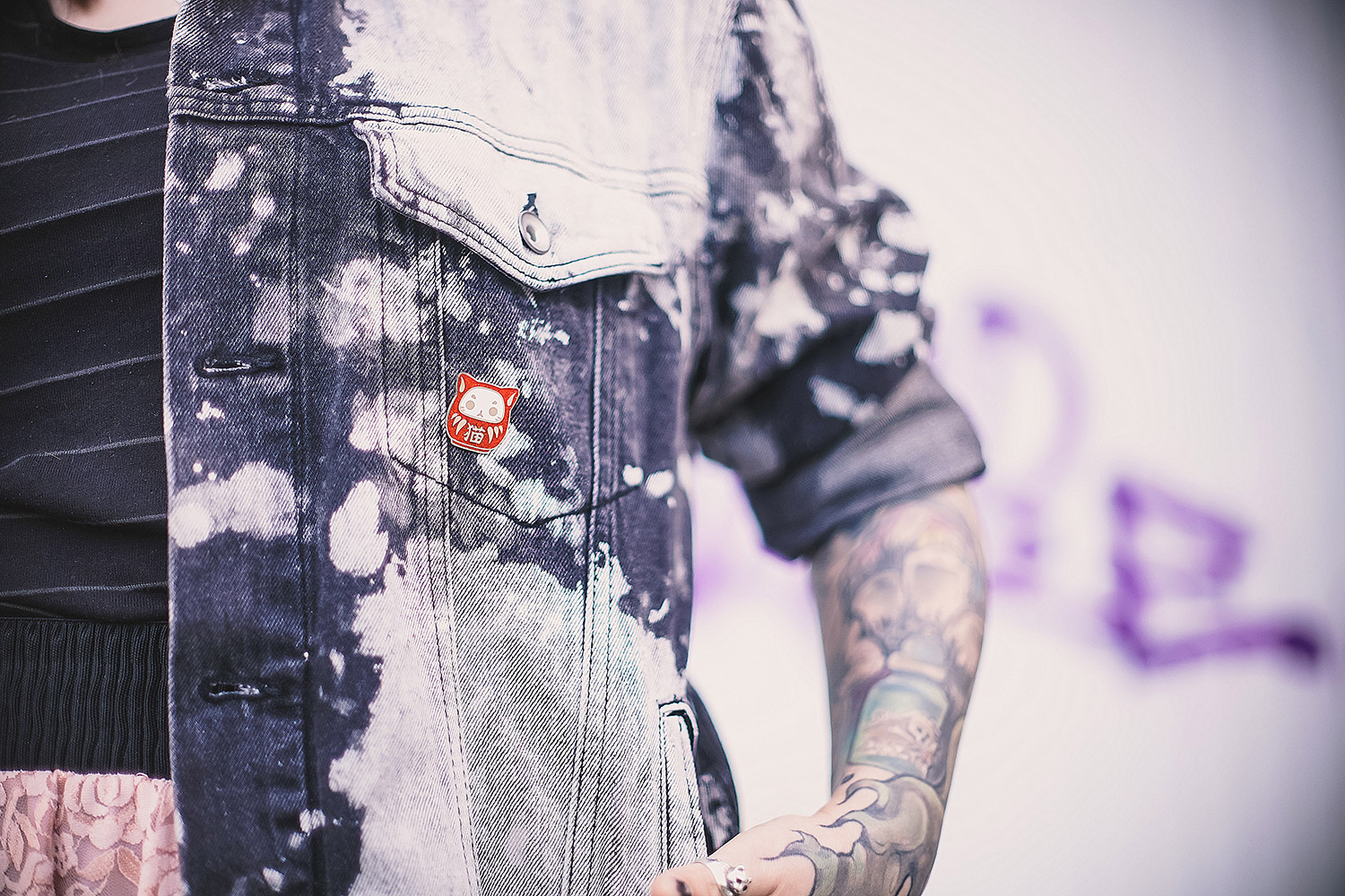 Strumpfhose, punkte, zerrissen, used, kimono, transparent, spitze, rock, Minirock, Spitzenrock, acid wash, Bleichflecken, bleiche, h&m, Jeansjacke, denim jacket, diy, luna beanie, Mütze, killstar, rosa haare, tattoos, evoli tattoo, pokemon tattoo, chris stockings, alternative, alternative fashion, alternative girl, alternative mode, altgirl, berlin, berlin fashion, berlin fashion blogger, berlin mode, berlin streetstyle, blogger, fashion blogger, girls with piercings, girls with tattoos, grunge, grunge fashion, grunge mode, mode, Punk, punk fashion, punk mode, punkgirl, punkmädchen, scenehair, snakebites, split hair, splithair, tattoomädchen, tattoomodel, neko daruma, japanisch, pin